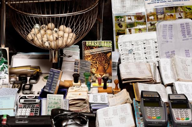 jogo do bicho,bob wolfenson apreensoes,apreensao de armas em sao paulo,fotografia,underconstruction blog,guns photography,livro,book,fechamento de bingo,foto policial