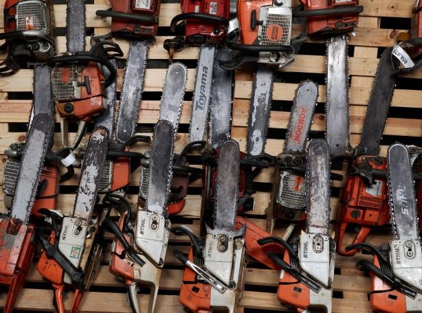bob wolfenson apreensoes,apreensao de armas em sao paulo,fotografia,underconstruction blog,guns photography,livro,book,motosserras apreendidas