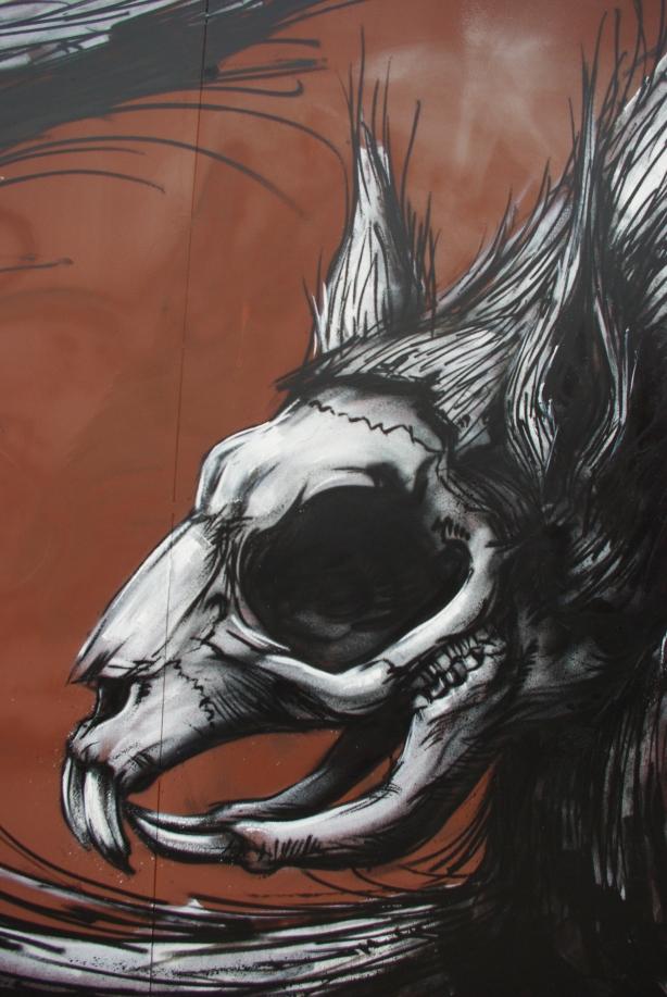 roa street art graffitti, stencil roa, arte nas ruas, graffiti, graffiti de animais, animal graffiti, dead animal draws, desenhos animais mortos, graffiti inspiração, tattoo inspiration, inspiração tattoo, arte urbana, urban street art, Roa graffiti, grafiteiro belga Roa, zoológico na ruas em grafite,dead animals graffiti,skull graffiti, graffiti de caveiras, caveiras, imagens de caveiras grafite