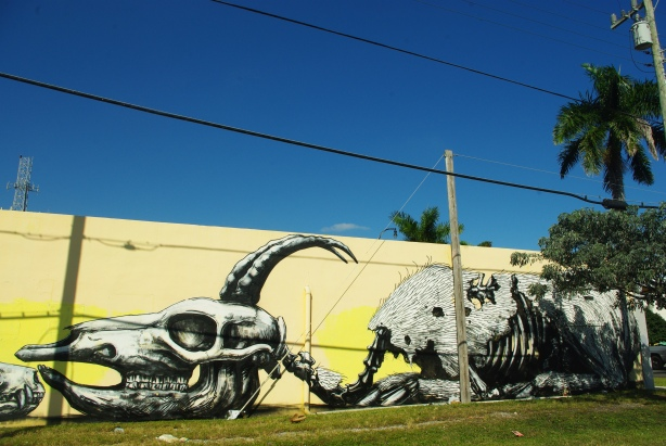 roa street art graffitti, stencil roa, arte nas ruas, graffiti, graffiti de animais, animal graffiti, dead animal draws, desenhos animais mortos, graffiti inspiração, tattoo inspiration, inspiração tattoo, arte urbana, urban street art, Roa graffiti, grafiteiro belga Roa